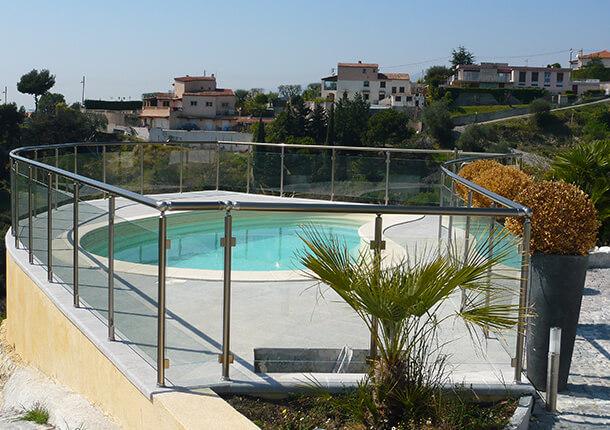 barriere de piscine en alu et verre