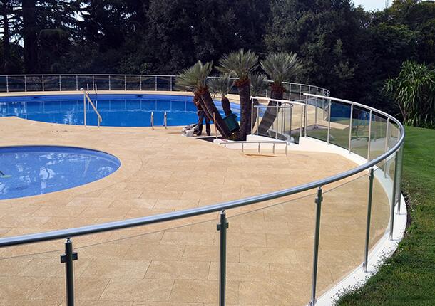 sécurité piscine barrière de sécurité piscine en verre et alu barrière de sécurité piscine en verre et alu