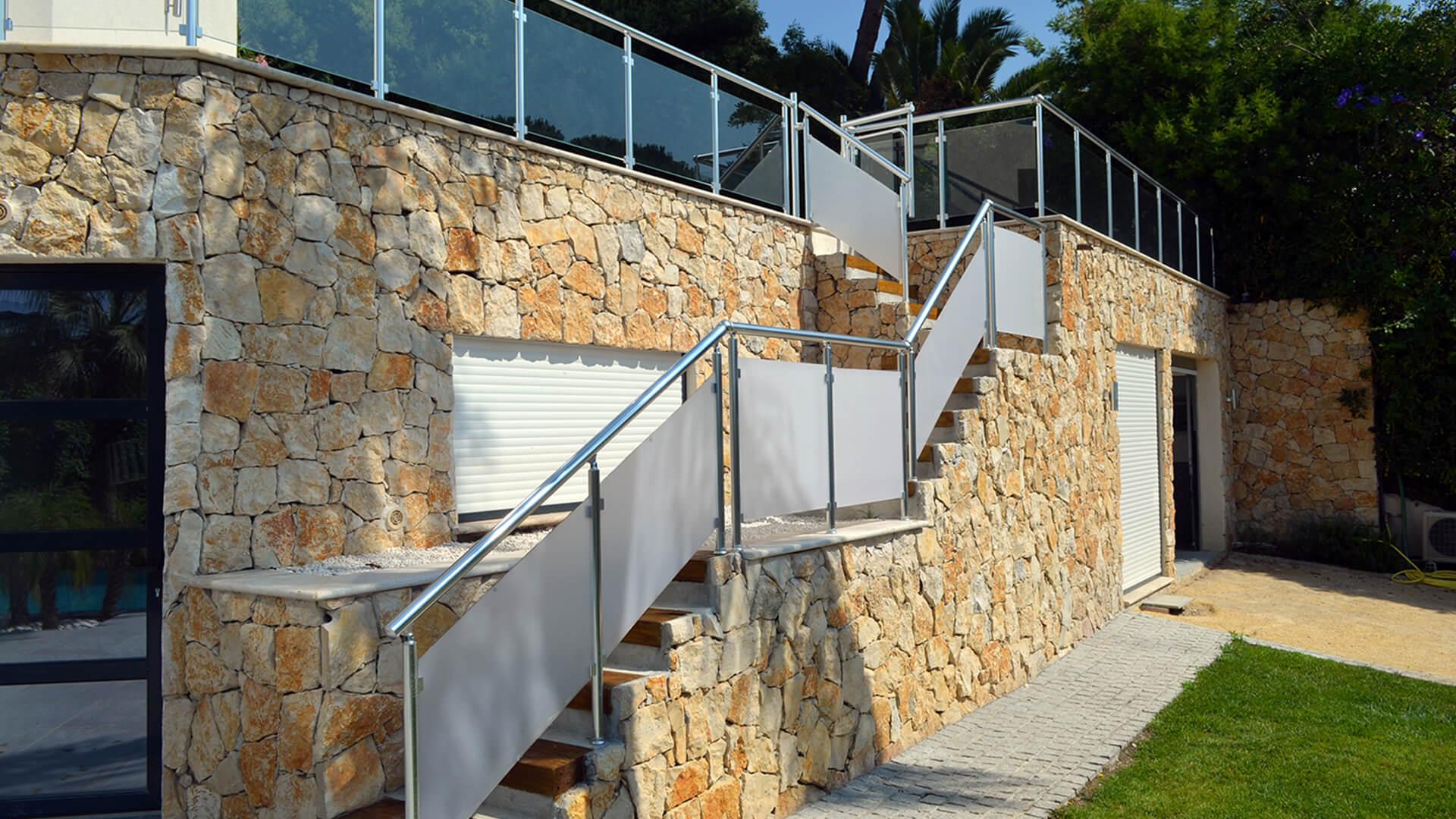 rampe d'escalier et main courante Rampe d'escaliers en alu & verre Rampe d'escaliers en alu & verre