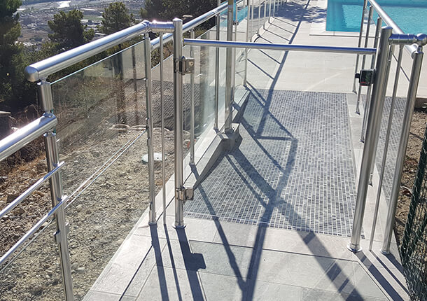 sécurité piscine barrière de sécurité portillon de piscine